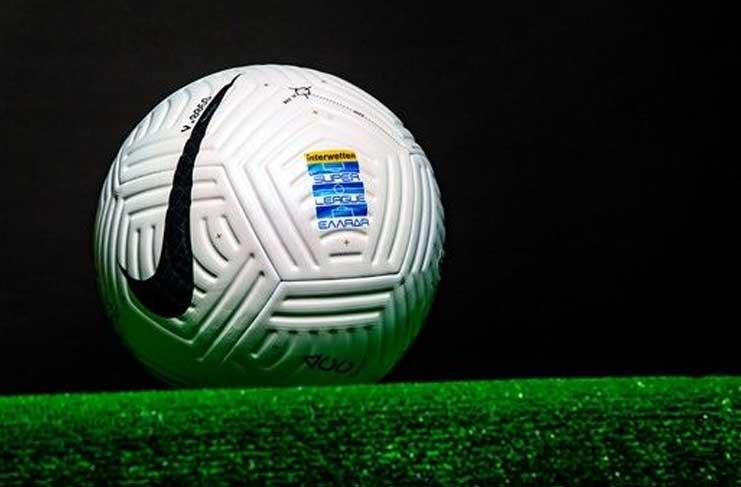 Η νέα μπάλα της Super League για τη σεζόν 2020/21 ...